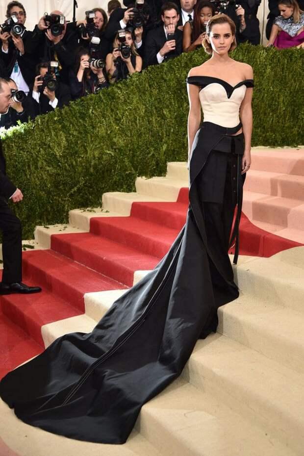 Самые эффектные платья со шлейфами о которых можно только мечтать