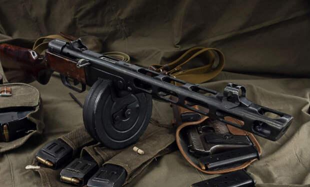 Насадка на ППШ: советские гвардейцы рубили ей колючую проволоку
