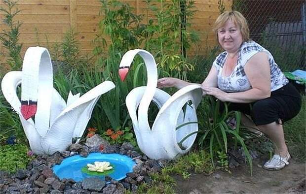 Идея вроде не нова , но все же какое умение и старание вложено в этих прекрасных лебедей !
