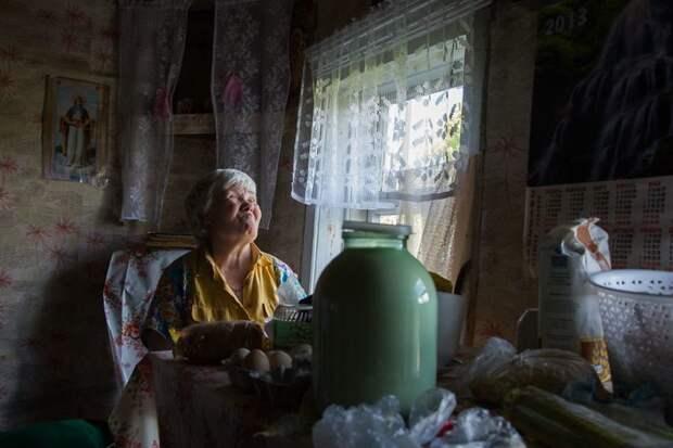 Ольга снова навестила пенсионерку в канун Нового года деревня, жизнь, жительница, история, псков, россия, фотография