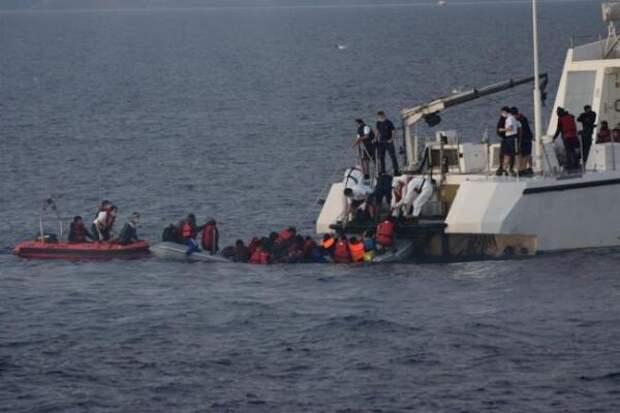 Анкара иАфины вновь схлестнулись: «Беженцев вморе жгут бензином»
