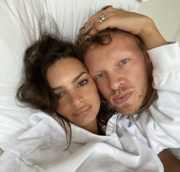эмили ратаковски с мужем