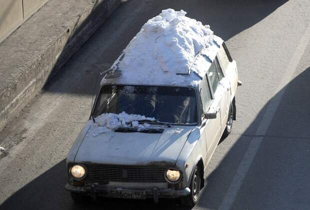 Чистить или не чистить крышу авто после снега?