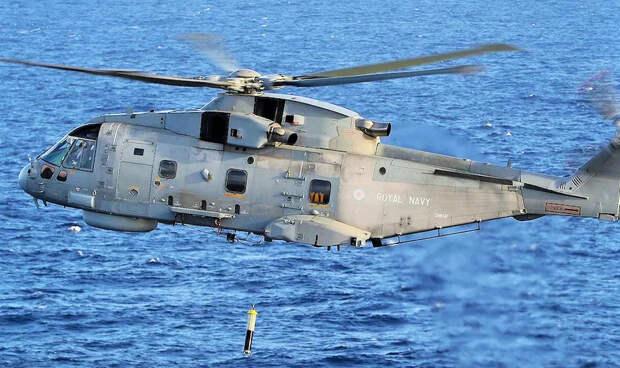 """""""Варшавянка"""" сыграла с британскими моряками авианосного ордера в """"кошки-мышки"""", но так и не была обнаружена."""
