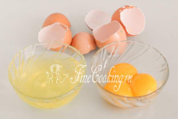 Моем и тщательно обсушиваем куриные яйца (3 штуки)