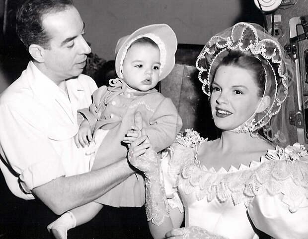 Лайза Миннелли с родителями.jpg