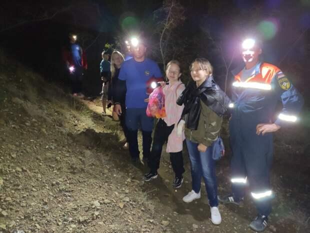 Спасатели эвакуировали группу туристов с Тропы Голицына