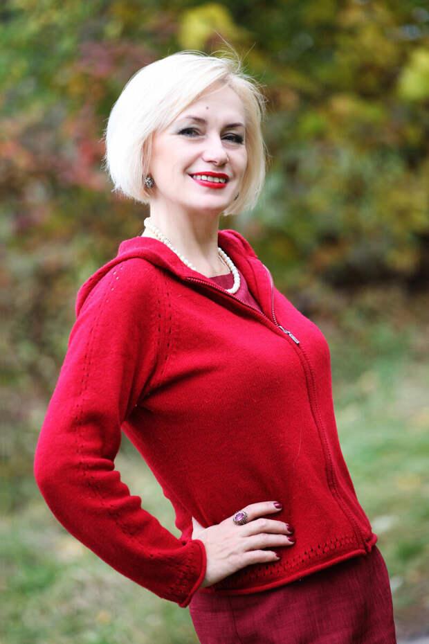 Блондинка в вязаной кофте на молнии. /Фото: donnerusse.com