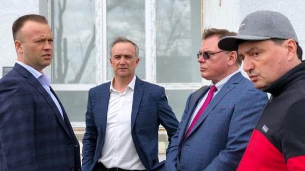 Минстрой РК проинспектировал больницу в Черноморском
