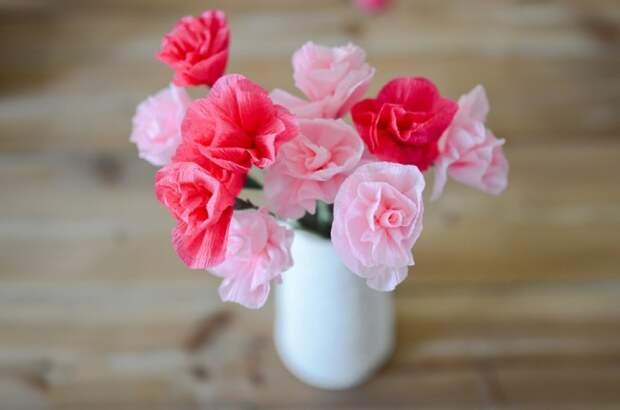Аккуратные розы из гофрированной бумаги