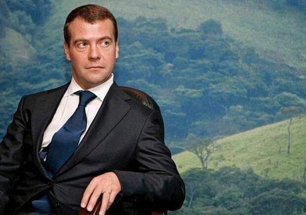 А серьезно, что не так делает Медведев?