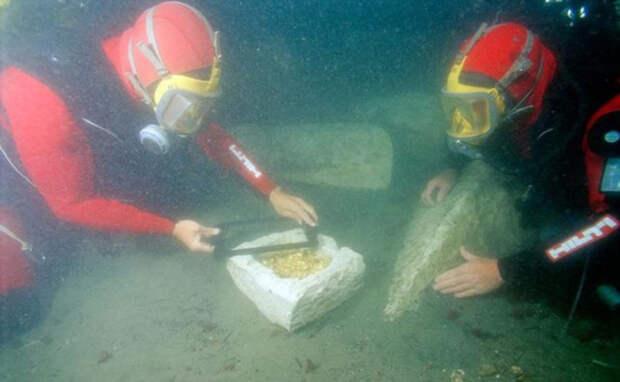 Археологи нашли огромное количество золотых монет, украшений и драгоценных талисманов.
