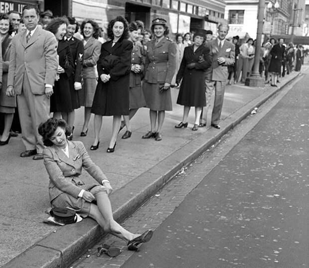 Распродажа  нейлоновых чулок в Вашингтоне, 1945 год