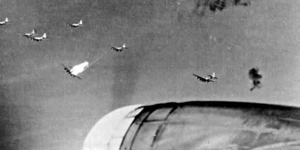 B-17, сбитый прямым попаданием зенитного снаряда