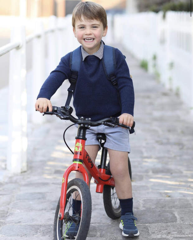 Как это мило: Кейт Миддлтон опубликовала новый портрет сына, который сделала сама