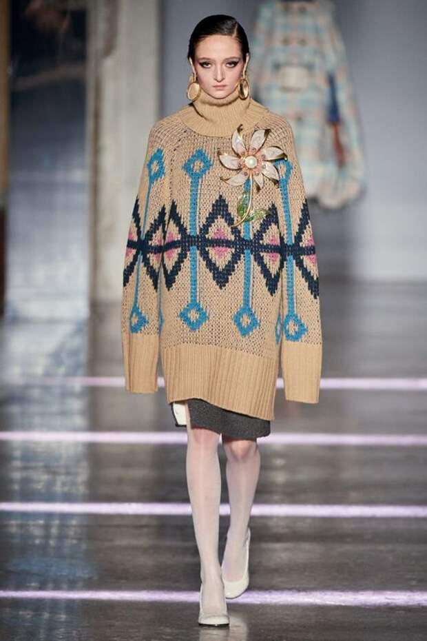 Со штанами или без: с чем носить платье-свитер. Как правильно составить лук с трендом 2020
