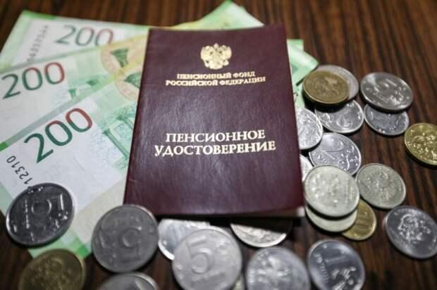 Сенатор рассказала, кто в РФ может получать две пенсии