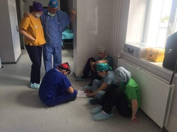 Хирург уже несколько лет тратит свой отпуск на то, чтобы провести бесплатные операции детям Михаил Колыбелкин, в мире, врач, добро, история, люди, операция
