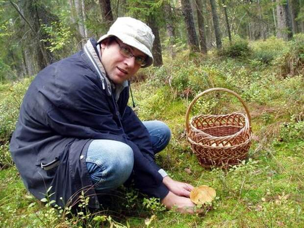 Ходил по лесу, грибы собирал. Вдруг слышу дикий крик...