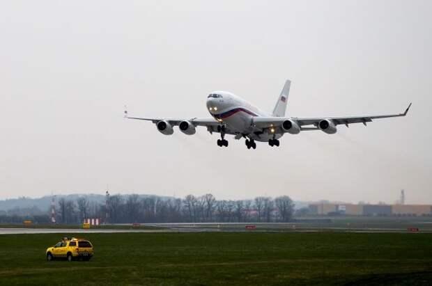 Высланные из Чехии российские дипломаты вылетели в Москву