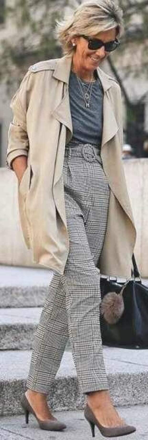 Женские брюки в серую клетку