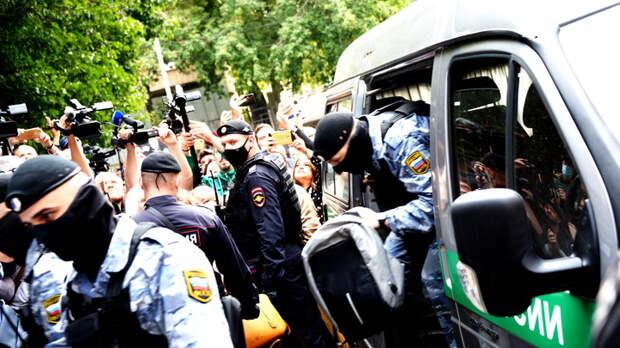 Приговор Ефремову потребовали отменить: В дело вмешался владелец разбитого фургона