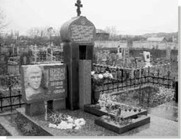 Могила Александра Ткачева (Сахан)