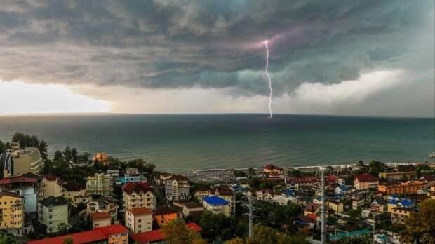 Опасная погода придет вряд регионов России