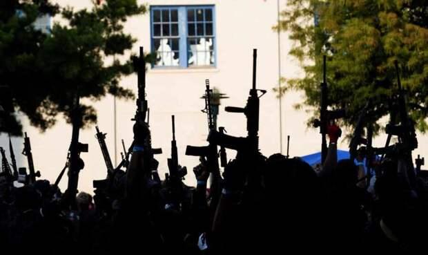 Америка сегодня: всплеск продаж оружия, повсеместная безработица, дисфункция уголовного правосудия