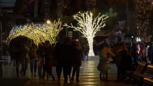 Завистливые украинцы пришли в комментарии к видео о новогодней многолюдной Ялте