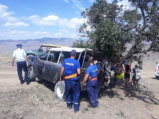 В Крыму перевернулся и ударился о дерево УАЗ с ребёнком