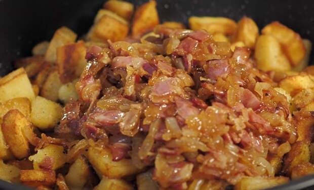 Добавили в картошку 100 грамм бекона: мясо больше не требуется