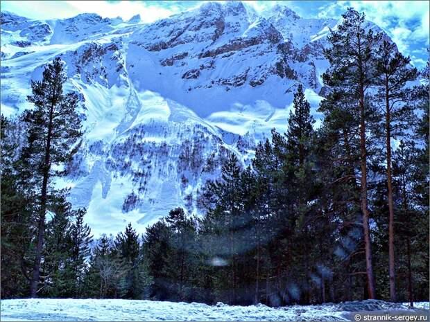 Баксанское ущелье сосны горы солнце снег