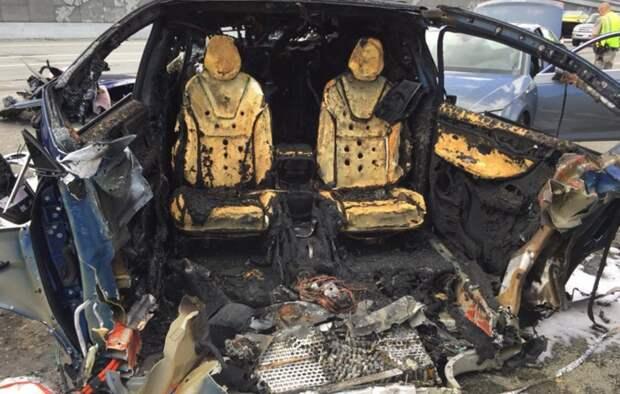 Два человека погибли в ДТП с участием электрокара Tesla без водителя в США