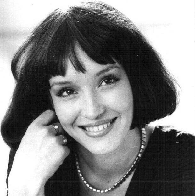 Советская и российская актриса театра и кино, телеведущая и певица.