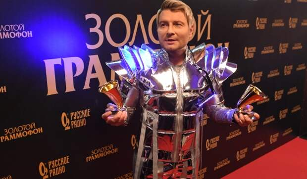 «Надоели, как горькая редька»: Баскова и Киркорова гонят в шею с «Голубого огонька»