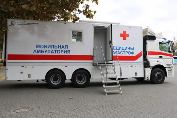 Прививки от гриппа жителям Севастополя делают на площадях и в школах