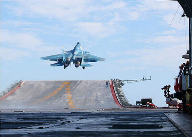 Российский авианосец получит цифровую систему управления полетами