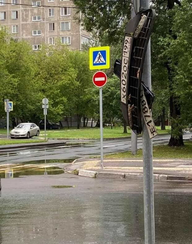 Жители Аэропорта разыскивают утерянные номерные знаки авто после «большого потопа»