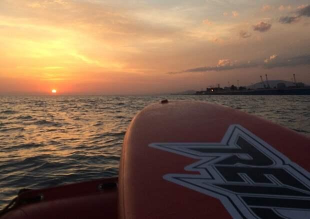 В Сочи спасли унесенного в море серфингиста