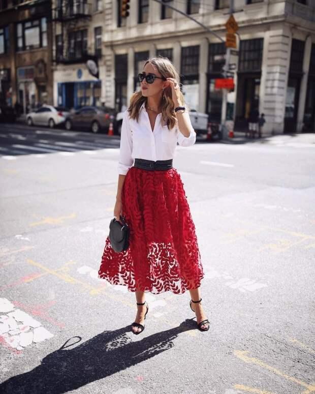 С чем носить юбку миди летом: 23 модных образа 2019 года