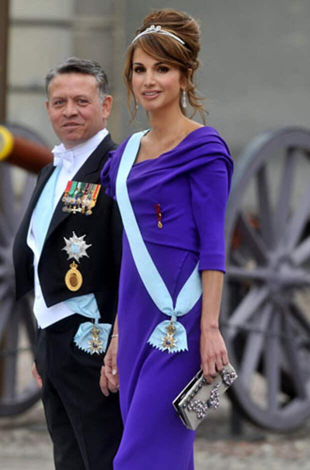 фиолетовый цвет в одежде королева Рания