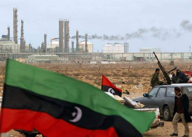 Террористы в Ливии незаконно торгуют нефтью с разрешения так называемого ПНС