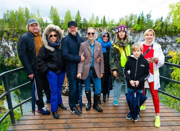 Светлана Бондарчук с мужем Сергеем Харченко, Елена Летучая и другие участники тура по Карелии