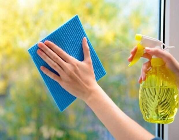 Необычный способ, который отмывает окна без разводов