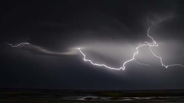 Власти Крыма просят туристов ограничить передвижение во время штормового предупреждения
