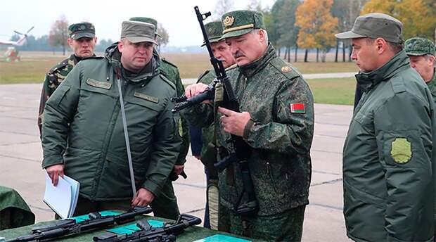 Лукашенко заявил о готовности защищать Белоруссию на танке, БМП или с автоматом в руках