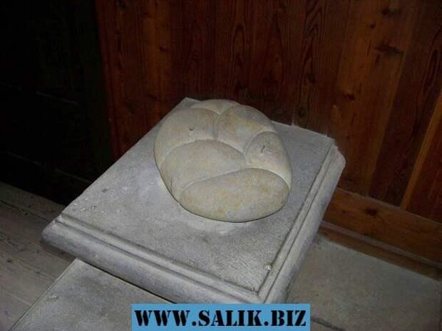 Каменная булочка в замке Гоуска.