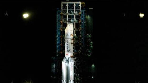 Китайский космический корабль возвращается на Землю с лунными образцами