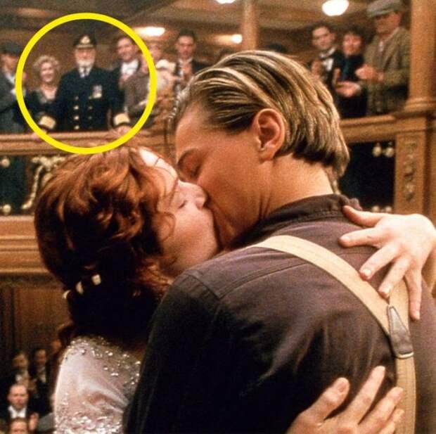 роза и джек целуются на лестнице
